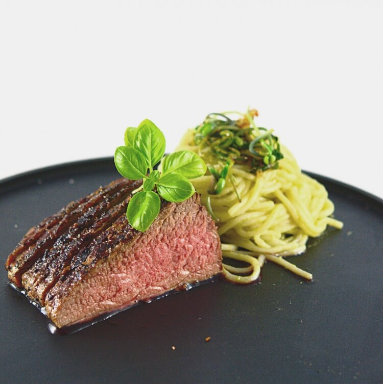 Picture of the roastbeef with asparaguspasta